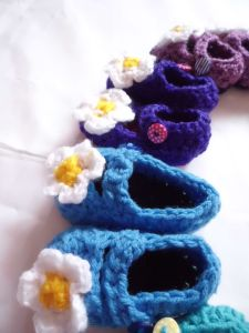 Crochet daisy baby shoes blue purple