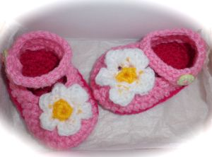 pink pretty crochet shoes for girl baby
