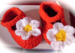 Hand crochet cute baby shoes daisy red